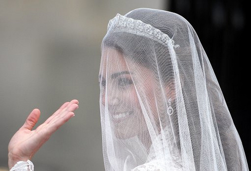 wedding veil and tiara